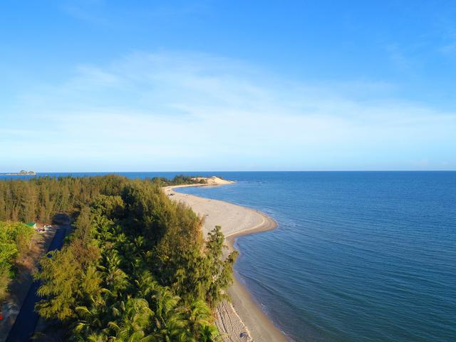 Chỉ mất 20 phút di chuyển từ Phan Thiết, hoặc 2 giờ di chuyển từ TP. HCM để tận hưởng không gian nghỉ dưỡng thực sự tại Thanh Long Bay.